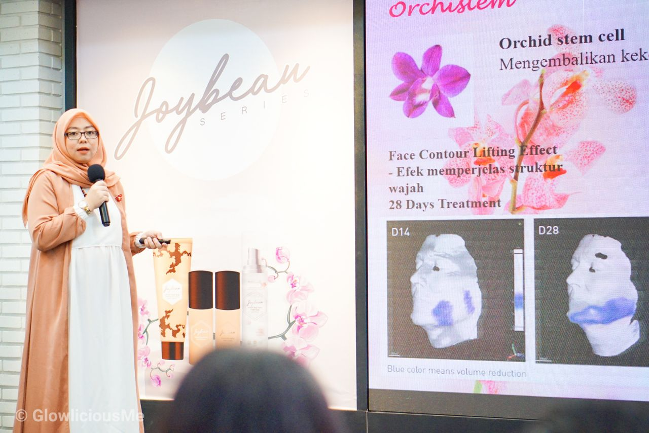 Launching Event Joybeau Series Anti Aging & Glowing Skincare - Talkshow By Theriesa Fatma, S. Farm, Apt - Research and development Joybeau Product 1